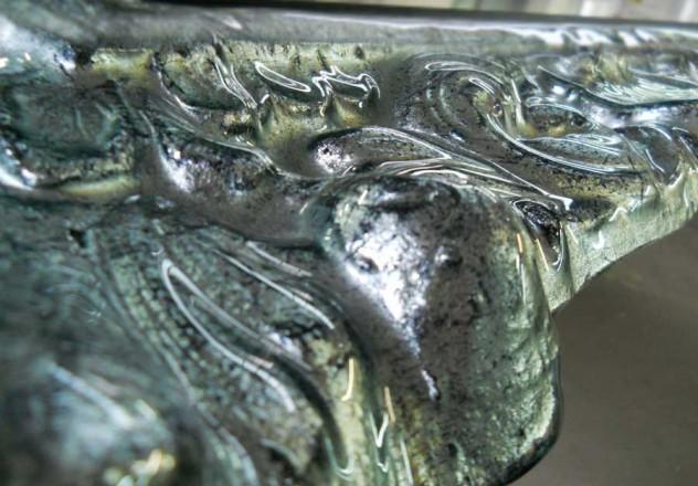 particolare-di-specchiera-in-fusione-decorata-in-foglia-argento-antiquato-