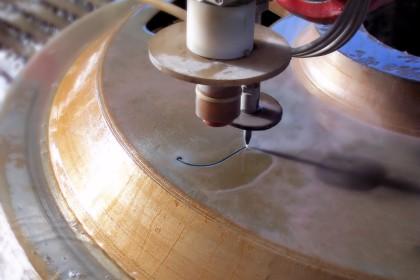 taglio ad acqua su ferro 30 mm